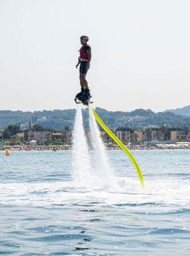 Faites le plein de sensations Flyboard ou jet ski?