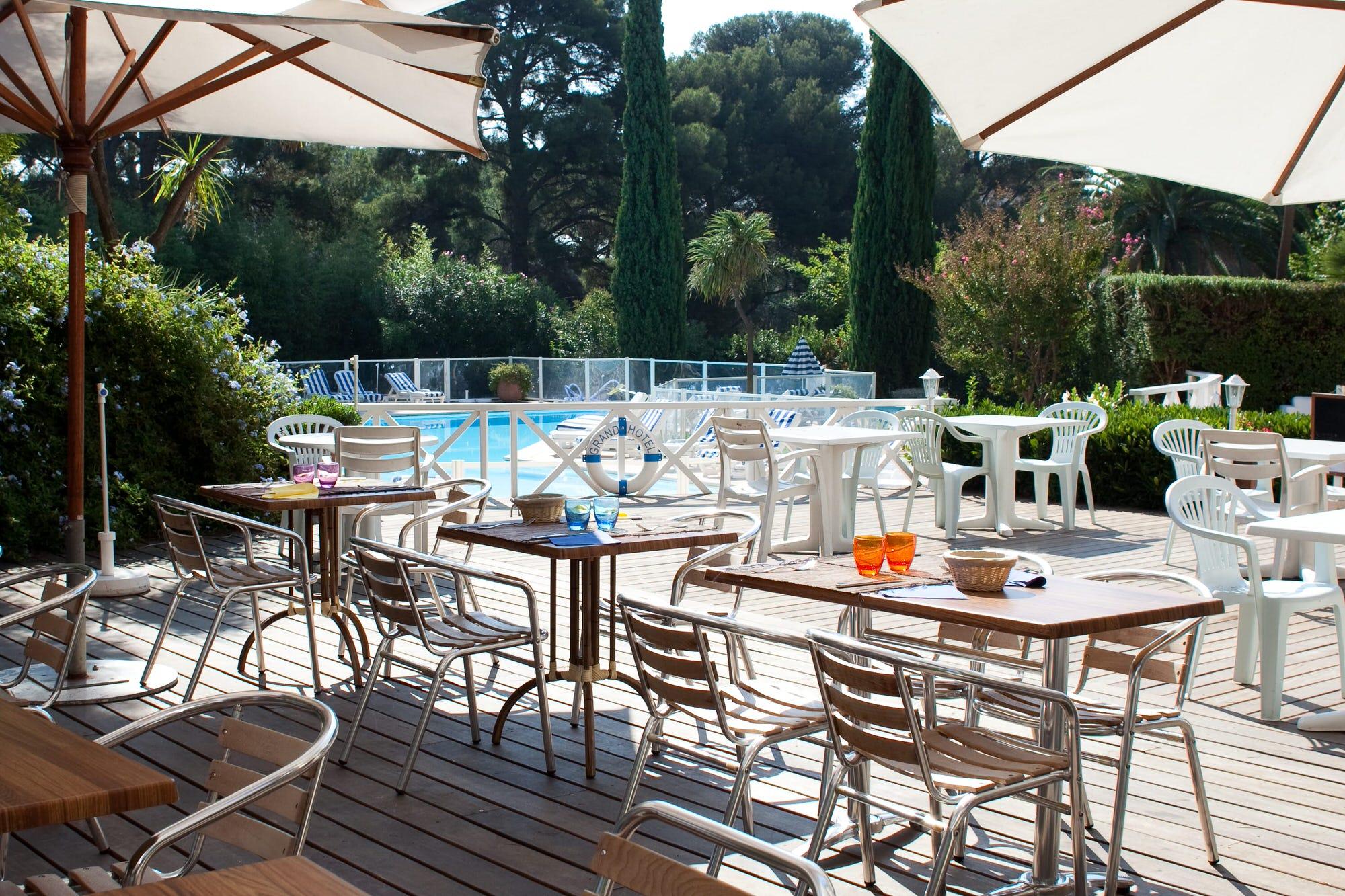 grand_hotel_les_lecques_restaurant_piscine